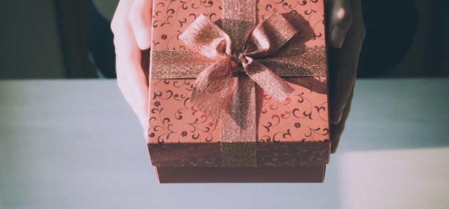 Топ 10 подарков девушке на день рождения
